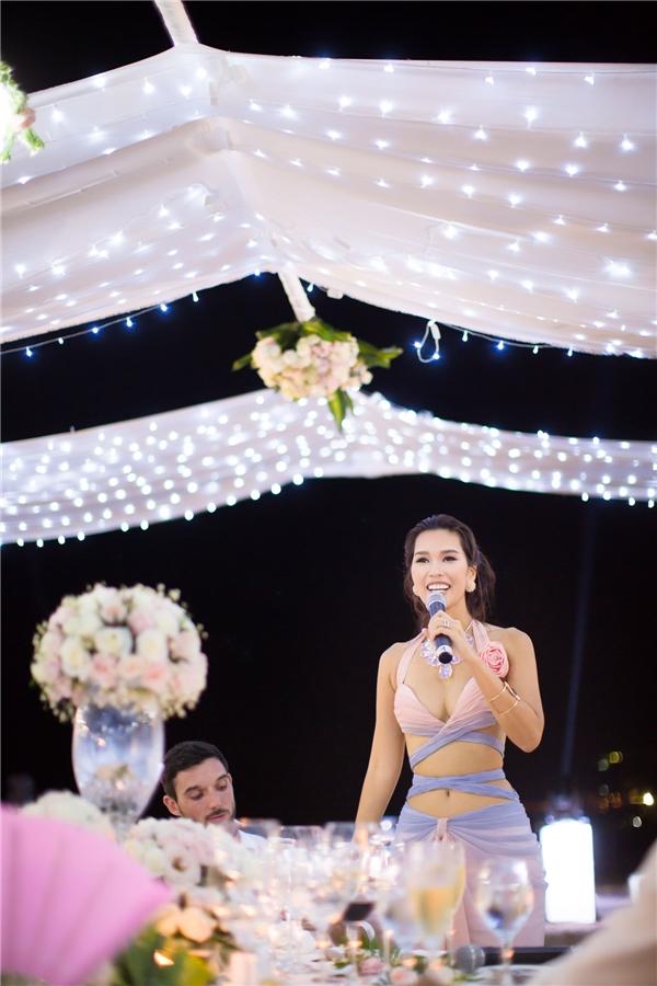 Hà Anh diện váy gợi cảm, hạnh phúc bên chồng sau lễ cưới - Tin sao Viet - Tin tuc sao Viet - Scandal sao Viet - Tin tuc cua Sao - Tin cua Sao