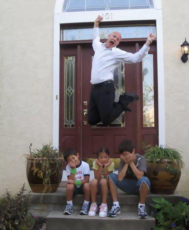 Còn khoảnh khắc nào hạnh phúc bằng việc nhìn các con trở lại trường.