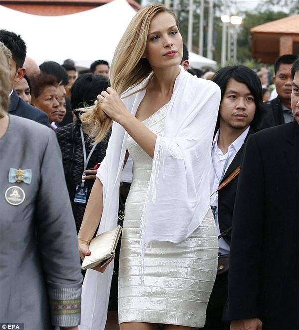 Petra có mặt tại Thái Lan đúng 10 năm sau thảm họa để tưởng nhớ vị hôn phu cùng những nạn nhân xấu số trong thảm họa sóng thần năm 2004.