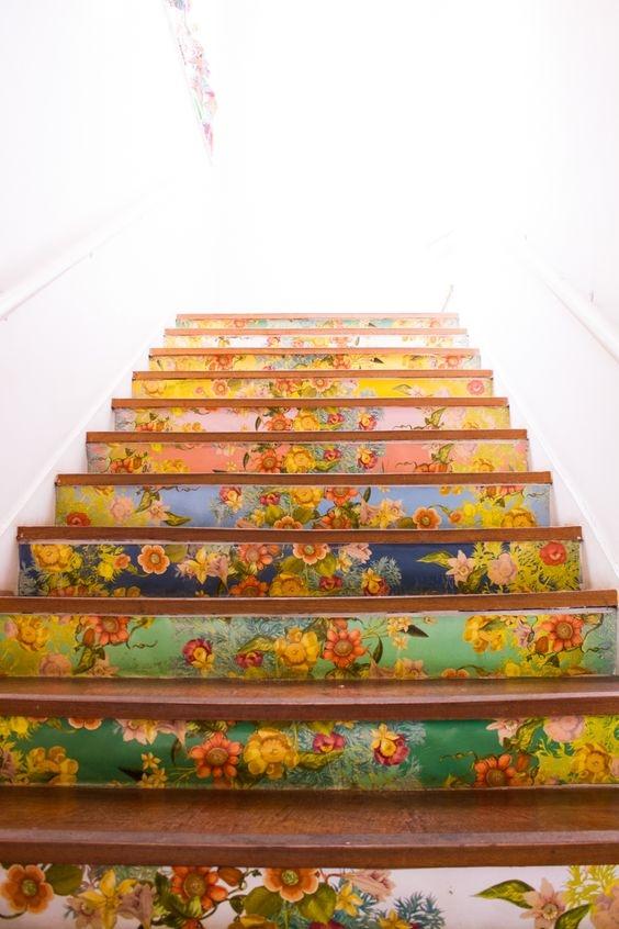 Dành cho những cô nàng yêu thích sự ngọt ngào đằm thắm. Nếu bạn yêu thích sự đơn giản và nhẹ nhàng thì đây chắc hẳn là một kiểu trang trí không thể bỏ lỡ cho chiếc cầu thang của mình.