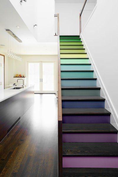 Đến cầu thang cũng được ombre, xu hướng này không chỉ ứng dụng đơn thuầntrên các lọntóc mềm mạimà nó đã phổ biến đến tận các công trình cứng cáp.