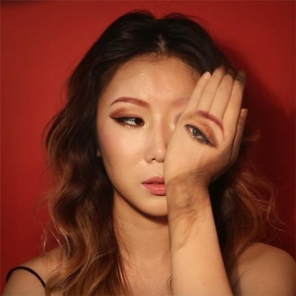 Phong cách chủ yếu của cô là kết hợp vẽ lên mặt và tay để tạo ảo ảnh quang học. Đây là công việc đòi hỏi sự kiên nhẫn và khả năng sáng tạo rất lớn từ người nghệ sĩ.