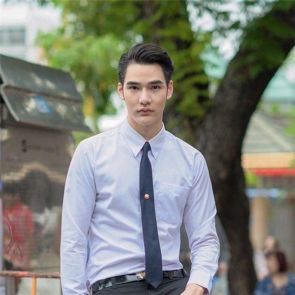 Vẻ đơn giản mà thanh lịch của nam sinh Thái.(Ảnh: Internet)