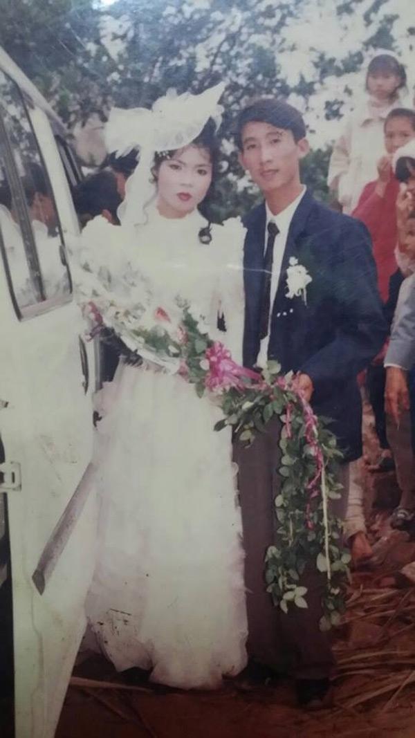 Bố mẹ Oanh hơn hai mươi năm trước đây. (Ảnh: NVCC)