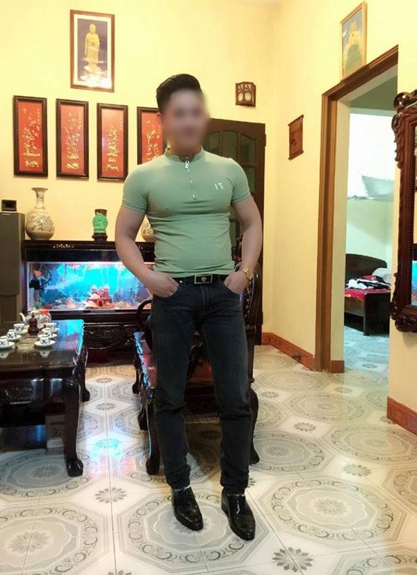 Quân trong trang phục thường ngày.