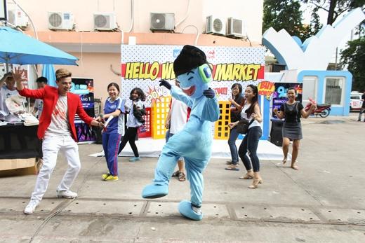 """Rấtnhiều minigame thú vị:nghe nhạc đoán tên bài hát, nhảy flashmob cùng Mr.Tui, selfie cùng tui đã diễn ravà mang đếnnhiều món quà cực """"cool"""" cho khán giả."""