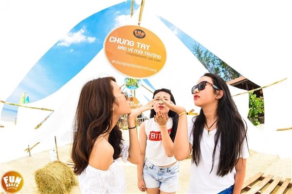 Bên cạnh đó, với tinh thần vinh danh DJ Việt Nam, Fun Beach Festival đã nhận được sự ủng hộ từ tạp chí DJ uy tín nhất thế giới - DJ Mag đưa tin, giúp quảng bá hình ảnh nghệ sĩ Việt.