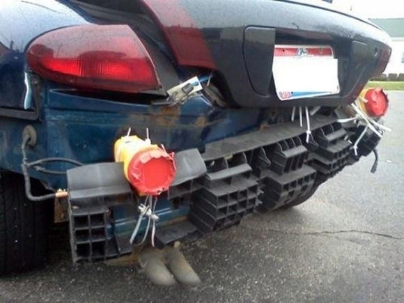 Chẳng thể nhìn ra đây là đuôi xe gì nữa rồi.