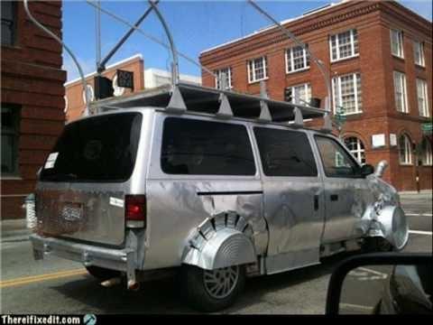 """Chiếc xe này cùng chất liệu với """"mái tôn"""" à?"""