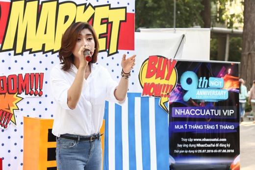 """Đến với minishow lần này, Tiêu Châu Như Quỳnh còn gây ấn tượng mạnh với ca khúc cô vừa phát hành mang tên """"Fever (Cơn Sốt)"""" - một sáng tác của Khắc Hưng người đã làm nên hit """"Sau Tất Cả"""" để gửi tặng đến khán giả."""