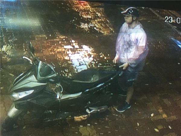 Đây là cảnh hắn ta ăn trộm một chiếc xe khác.(Ảnh: Internet)