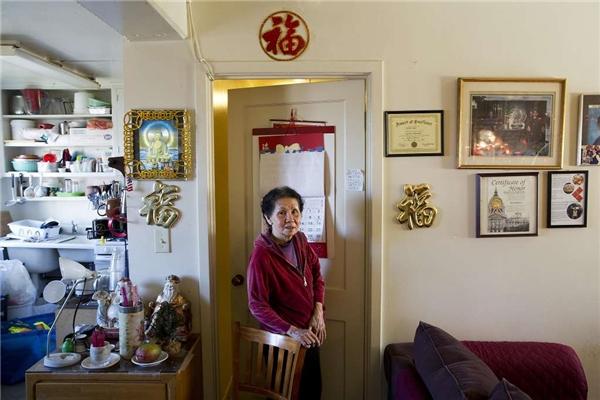 Bà sống trong căn hộ nhỏ bé lọt thỏm ở khu Chinatown, San Francisco. (Ảnh: Erin Brethauer)