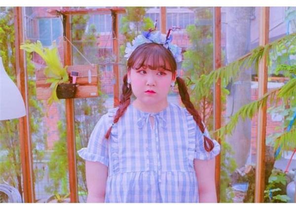 Jjyeeee lúcnào cũng chăm chút ngoại hình và chú ý đến việc ăn mặc để trông dễ thương nhất có thể.