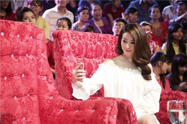 Hiện bên cạnh công việc làm người mẫu ảnh, Khánh My còn miệt mài rèn luyện kĩ năng diễn xuất trong các bộ phim truyền hình dài tập.