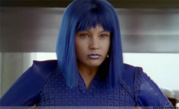 Ngoài hai cha con nhà Campbell chỉ có Kat Fontaine, người bạn hàng xóm, là biết được bí mật của Ashley, sau này lấy tên Cybergirl cho thân phận siêu anh hùng của mình.