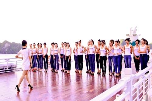 """Trong phần thi catwalk diễn ra trên một du thuyền tại Hạ Long ở Vietnam's Next Top Model 2012, khi nhận xét về màn trình diễn của các thí sinh, Xuân Lan liên tục chỉ trích họ vì không cố gắng. Trong đó, thí sinh Hồng Tâm liên tục đứng khép nép khiến siêu mẫu khó chịu: """"Tôi nói em mà cái mặt em cứ trơ trơ ra, tôi không biết em có lắng nghe không nữa."""""""