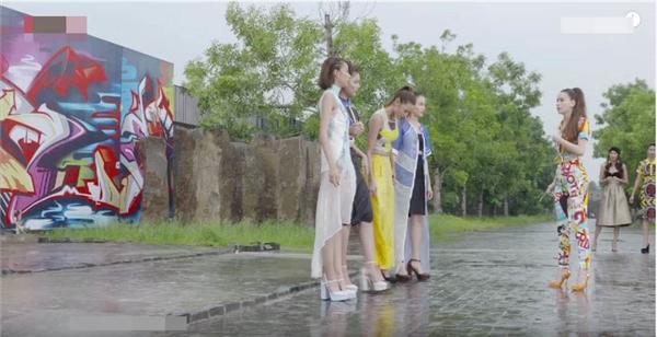 Trong phần thi phụ, 7 cô gái sẽ chụp ảnh thời trang đường phố nhưng với độ khó được nâng lên khi họ phải đứng trong khu vực có nước, cho một chiếc xe hơi chạy ngang để nước văng lên tung tóe. Tình thế này gây khó khăn bởi họ sẽ rất khó điều khiển được cảm xúc, sự bình tĩnh cũng như phần tạo dáng sao cho thật phù hợp.