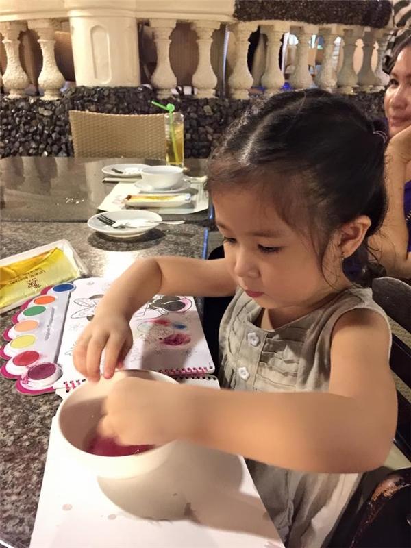 Con gái Huy Khánh - Mạc Anh Thư đáng yêu như thiên thần nhỏ. - Tin sao Viet - Tin tuc sao Viet - Scandal sao Viet - Tin tuc cua Sao - Tin cua Sao