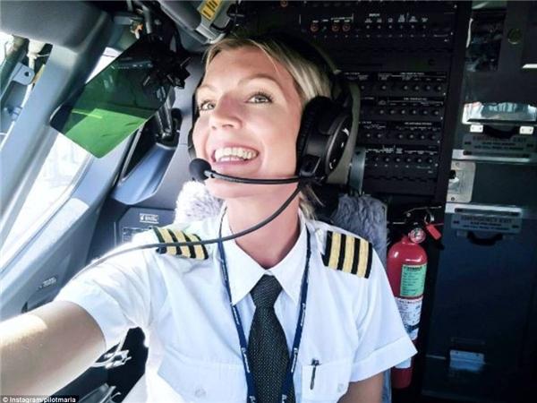 nữ phi công