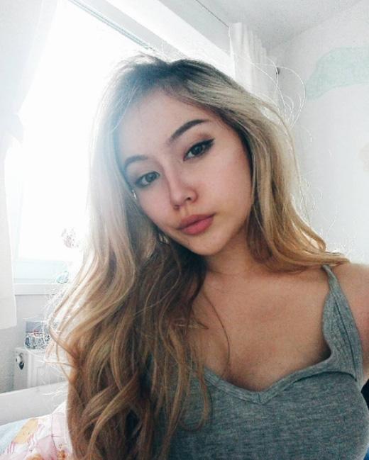 Cô nàng quyến rũ này chỉ mới 16 tuổi.