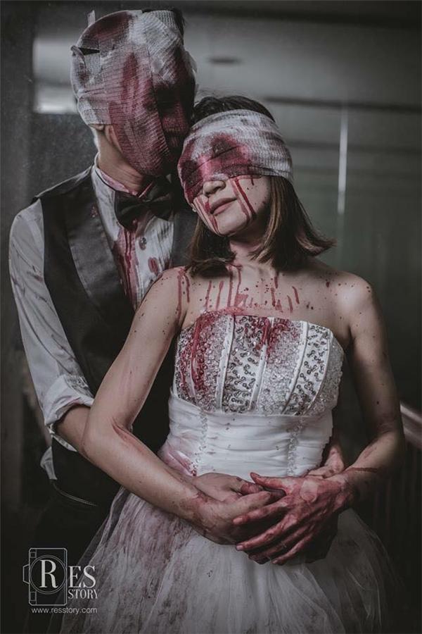 Ôm nhau tình cảm thắm thiết nhưng đáng sợ không thể nào chịu nổi!