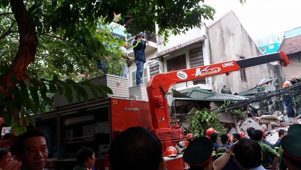 Đội cứu hộ vẫn đang ráo riết đào bới ngày đêm.
