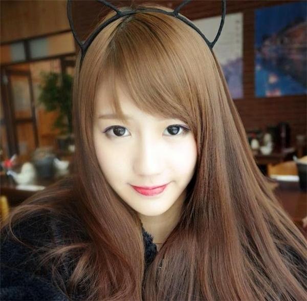 Joyce Chu trung thành với lối mke-up nữ tính, dễ thương.