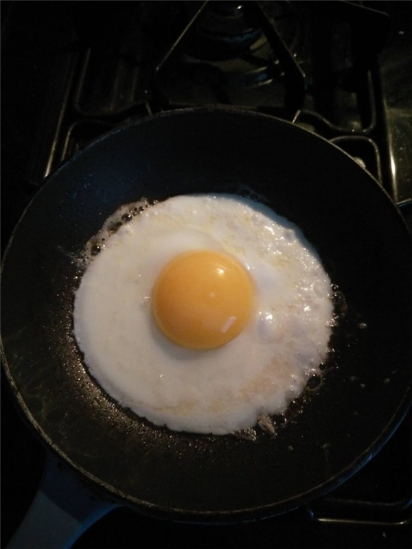 Ai có thể rán được quả trứng tròn vo như thế này?