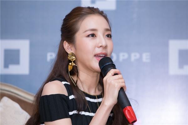 Dara mong muốn được mặc áo dài Việtvà đến Đà Nẵng để du lịch. Thành viên nhóm 2NE1 cho biết, đây là địa điểm khá nổi tiếng mà người Hàn ai cũng mong có thể đến mộtlần. Bên cạnh đó, cô cũng muốn thử một lần được tự lái xe máy.