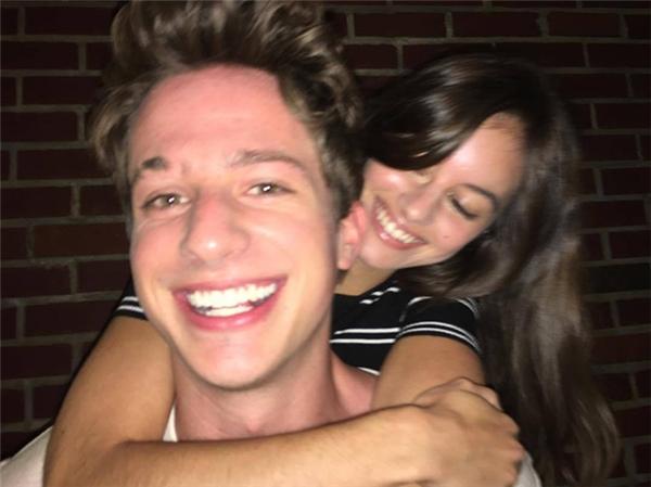 ...cuối cùng đã chịu lộ diện sau khi đăng ảnh chụp cùng Charlie Puth lên trang cá nhân.
