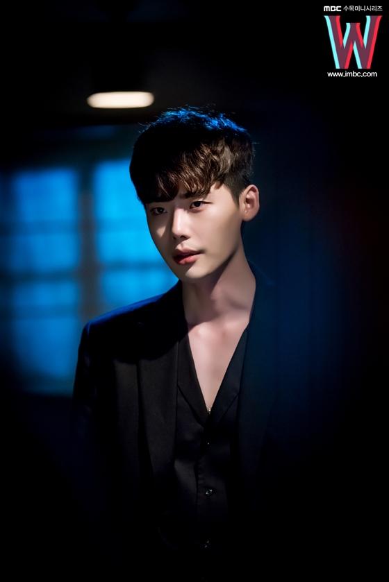 Lee Jong Suk đích thị là mĩ nam hoàn hảo bước ra từ truyện tranh