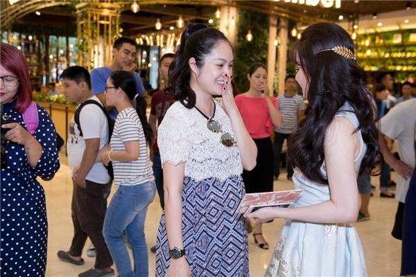 Dương Cẩm Lynh hội ngộ Vy Oanh sau thời gian dài xa cách. Hiện tại, nữ diễn viên đang mang thai con trai đầu lòng.