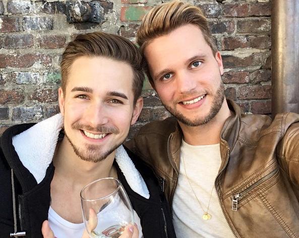 Hai anh chàng điển trai này hiện đang sống tại Đức.