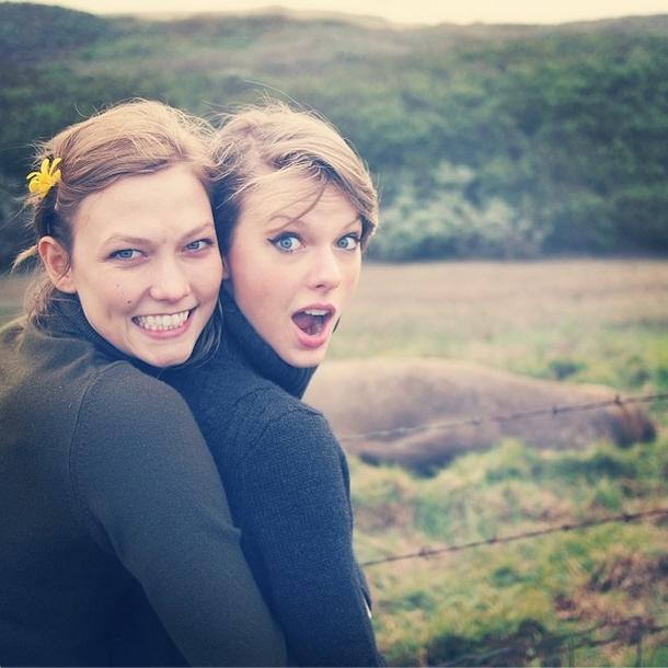 T-Swift và Kloss vui vẻ bên nhau trong chuyến du lịch Big Sur.