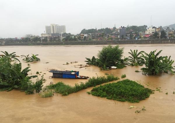 Đặc biệt, thượng nguồn sông Hồng, sông Chảy cũng có mưa lớn, khiến nước từ thượng lưu đổ về gây lũ cao trên sông Hồng đoạn chảy qua TP Lào Cai và sông Chảy tại huyện Bảo Yên (Lào Cai). Ảnh: Internet