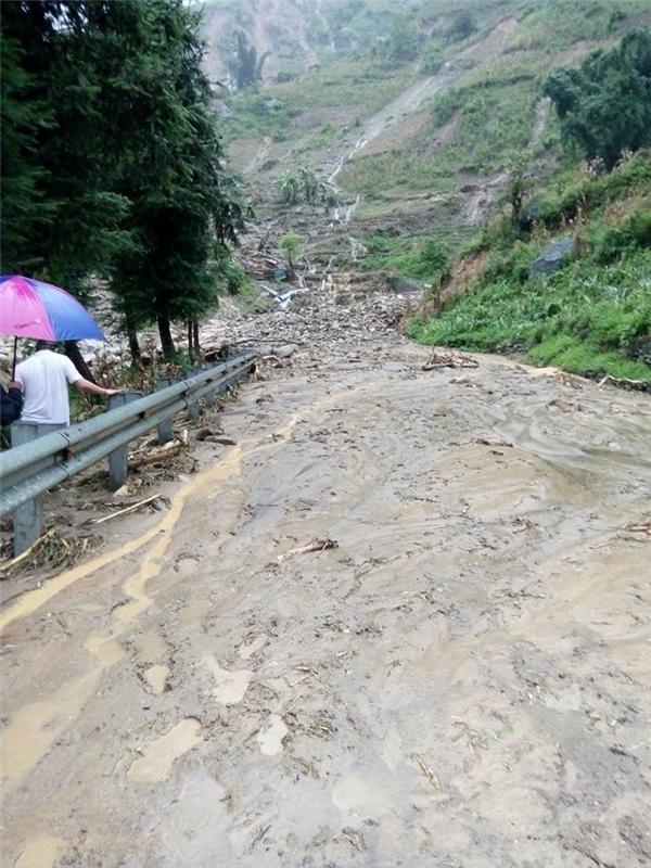 Theo Trung tâm dự báo khí tượng thủy văn, từ 19 giờ đến 7 giờ ngày 5/8, khu vực vùng núi phía Bắc đã có mưa to đến rất to. Một số nơi có lượng mưa lớn như: Na Hừ (Lai Châu), Bát Xát (Lào Cai), Phú Thọ (Phú Thọ). Mực nước trên sông đang lên nhanh. Ảnh: Internet