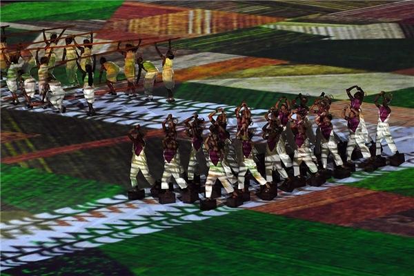 Đây là hình ảnh tiếp nốicâu chuyện lịch sử mà người Brazil đang kể,từ thời nguyên thủy, họ bắt đầuchuyển mình làm quen với cuộcsống nông nghiệp. Hình ảnh nam nữ thanh niên gặt lúa và chở lúa, lao động không ngừng nghỉ cũng giống như chính tinh thần dân tộc của họ, cần cù và luôn cố gắng phấn đấu cho hạnh phúctương lai.