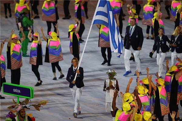 Như thường lệ, dẫn đầu đoàn diễu hành là đoàn vận động viên Hy Lạp. Họ tiến vào khán đài trong sự tung hô và rất nhiều tiếng reo hò cổ vũ của nhiều người.