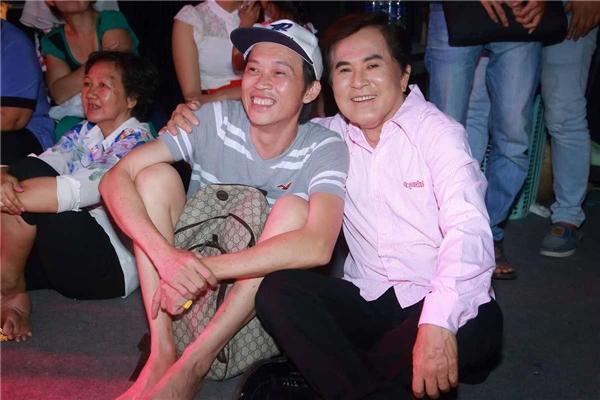 Hoài Linh vui mừng khi hội ngộ nghệ sĩ Hoài Thanh.