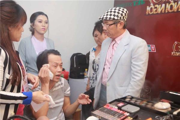 Trước đó, NSƯT Hoài Linh chưa từng phụ diễn cho thí sinh nào trên sân khấu.