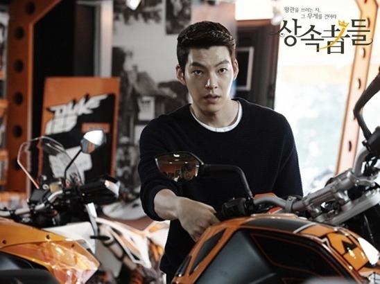 Lee Jong Suk - Kim Woo Bin: đôi bạn cùng tiến nay thành