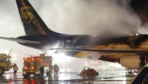 Loại pin Lithium dễ gây cháy nổ rất nguy hiểm cho máy bay. (Ảnh: internet)