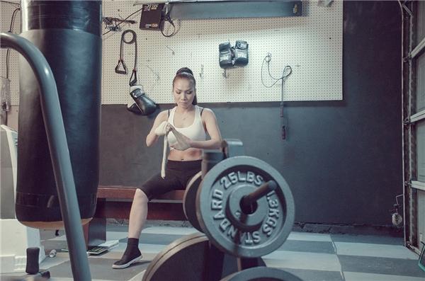 Hồng Ngọc vào vai nữ võ sĩ boxing trong MV mới.