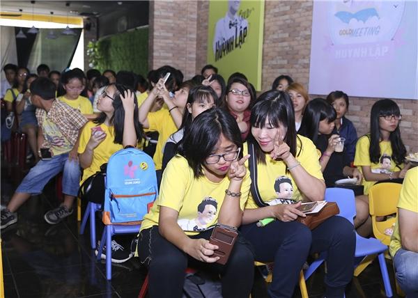 FC Huỳnh Lập chọn đồng phục vớimàu vàng chủ đạo đã mang đến sự ấm cúng cho buổi offline.