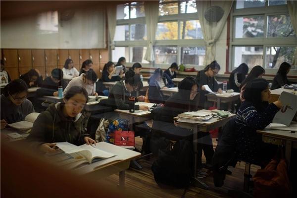 Áp lực học hành tại xứ Hàn vô cùng lớn.(Ảnh: Internet)
