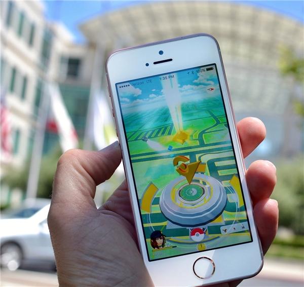 Bạn sẽ có cảm giác rất chân thật khi chơi Pokémon GO với công nghệ tương tác thực tế ảo AR. (Ảnh: internet)