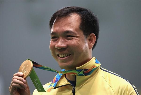 Xuân Vinh giành HCV trong cuộc đấu căng thẳng với đối thủ nước chủ nhà. Ở lượt bắn cuối cùng, anh có 10,7 điểm, qua đó giành chiến thắng với điểm kỷ lục 202,5, hơn đối thủ 0,4 điểm. Ảnh: Getty Images