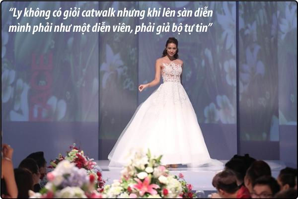 Nữ người mẫu cũng thằng thắn thừa nhận khuyết điểm của bản thân rằng đi catwalk không tốt nhưng luôn tìm cách tiết chế tối đa.