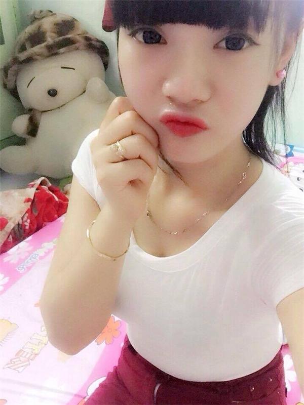 Hình ảnh của Thuỷ Tiên trước khi cô xăm mình.