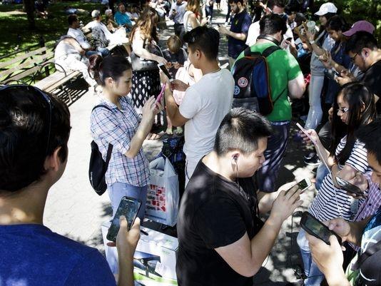 Rất đông game thủ đã lên đường tìm bắt Pokemon. (Ảnh: internet)